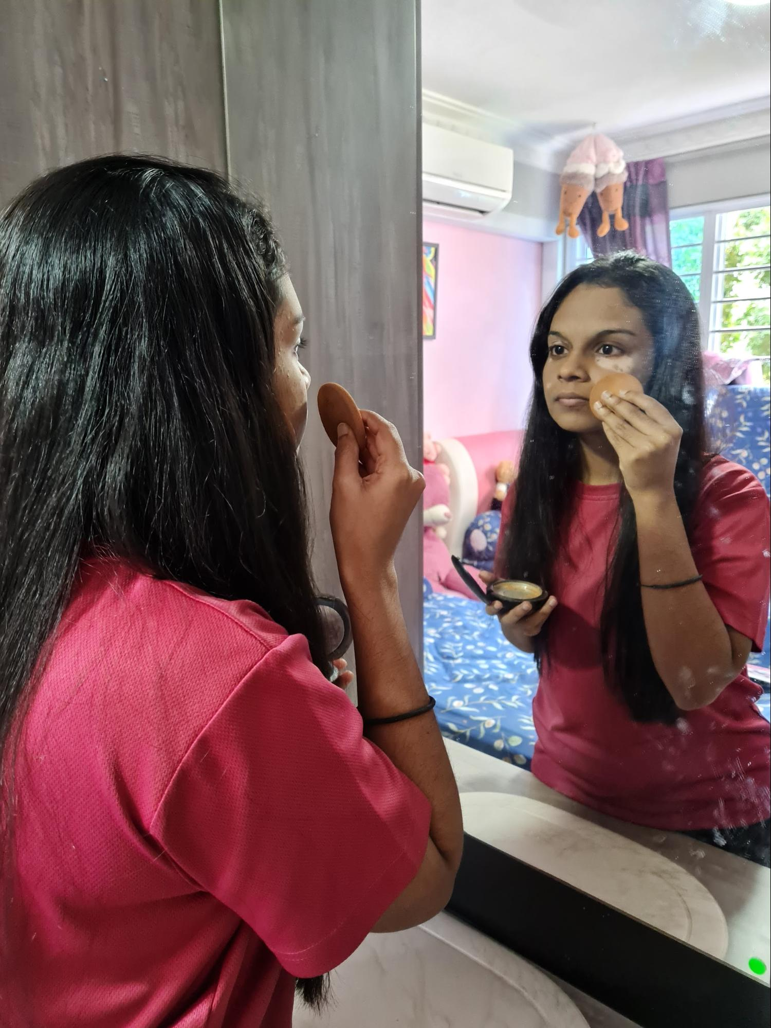 wearing-makeup-vitiligo