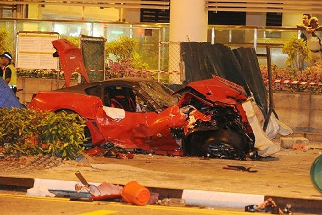 ferrari crash singapore