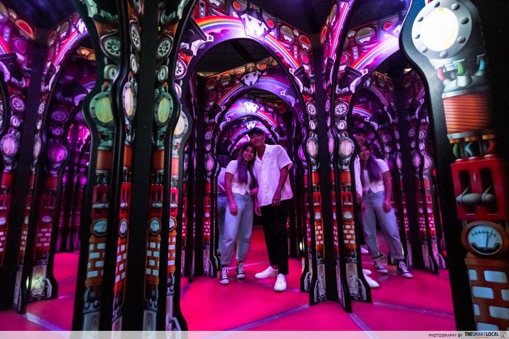 science centre singapore 2021 - professor crackitt's light fantastic mirror maze