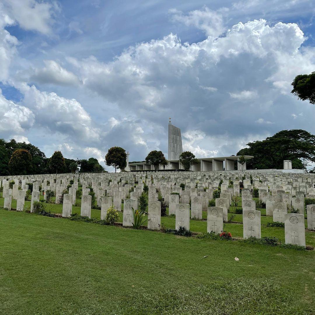 graves at kranji war memorial