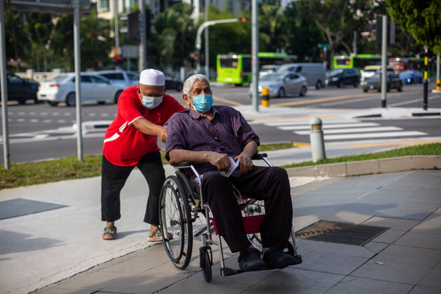 heartwarming stories singapore -marine parade volunteer