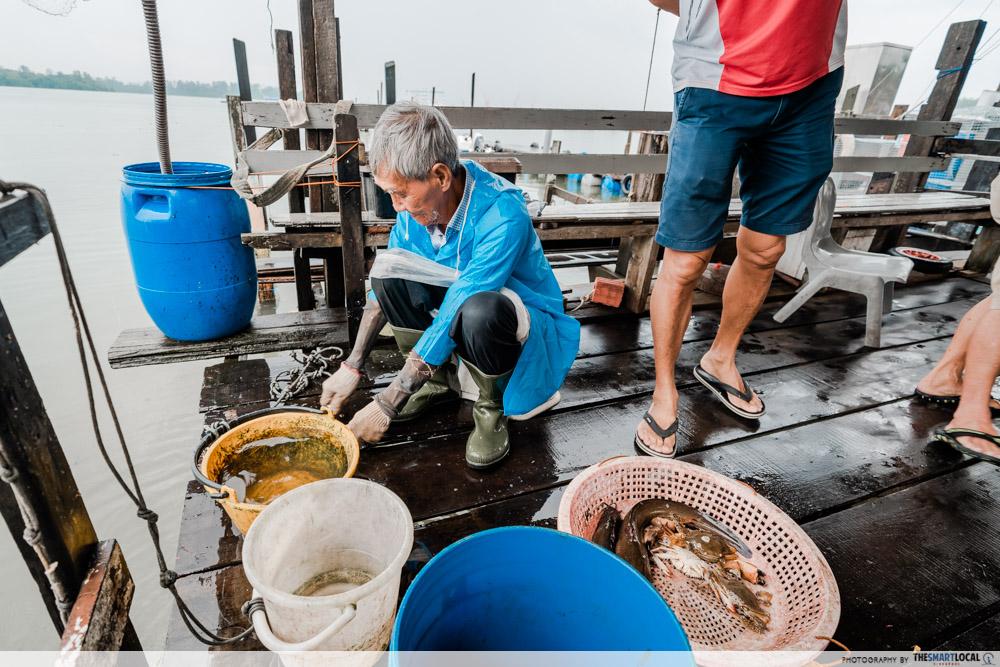 Jenal jetty - selling fish