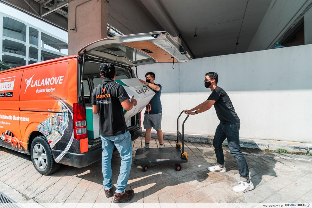 lalamove driver - loading van