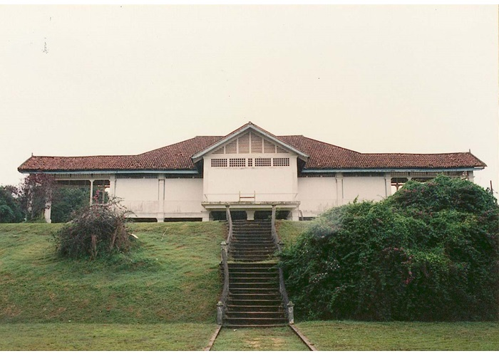matilda house singapore - stairs to the beach