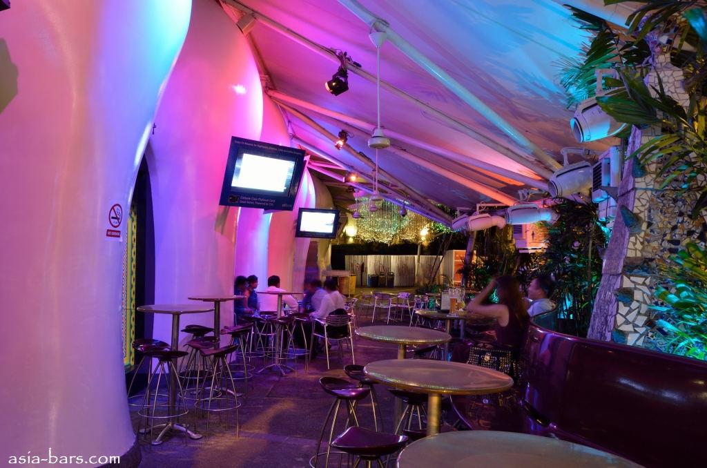 zouk-singapore - wine bar