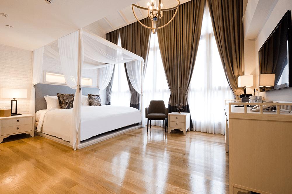 Hotel NuVe Heritage - Explorer Suite Canopy Bed