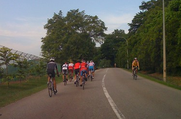 cycling rules in singapore - abreast on road