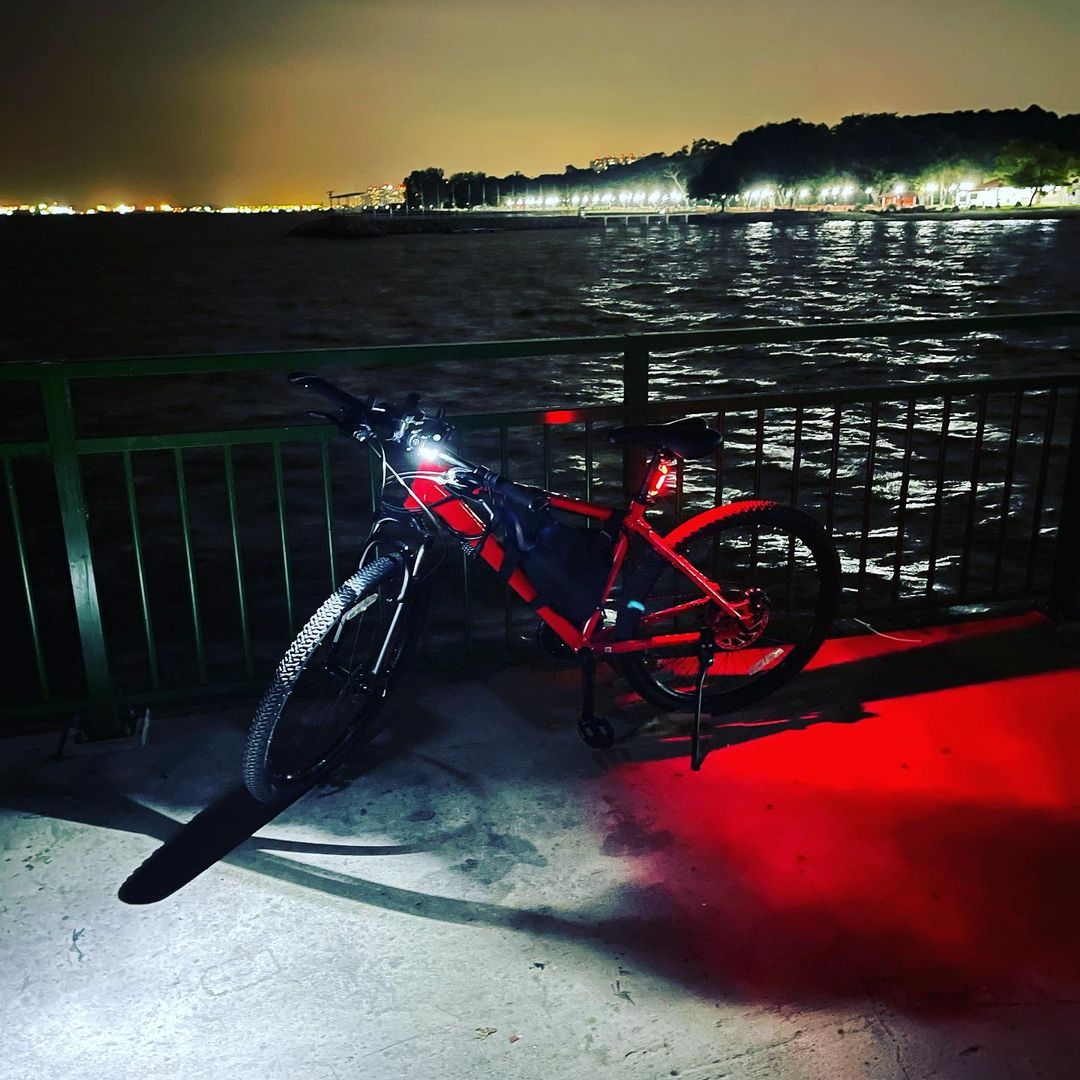 cycling rules in singapore - turn on red rear light and white front light