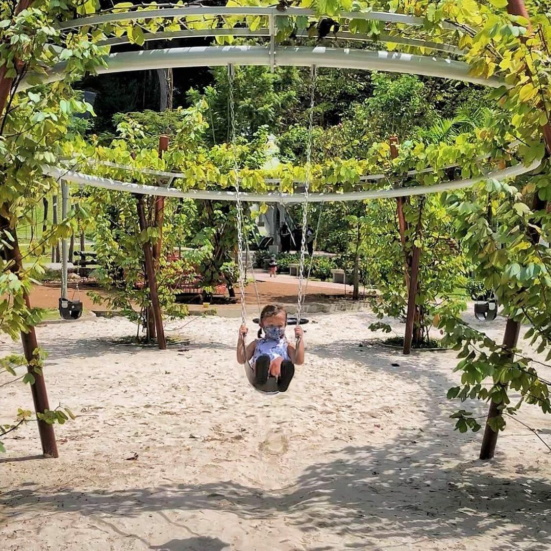 jubilee park swing set