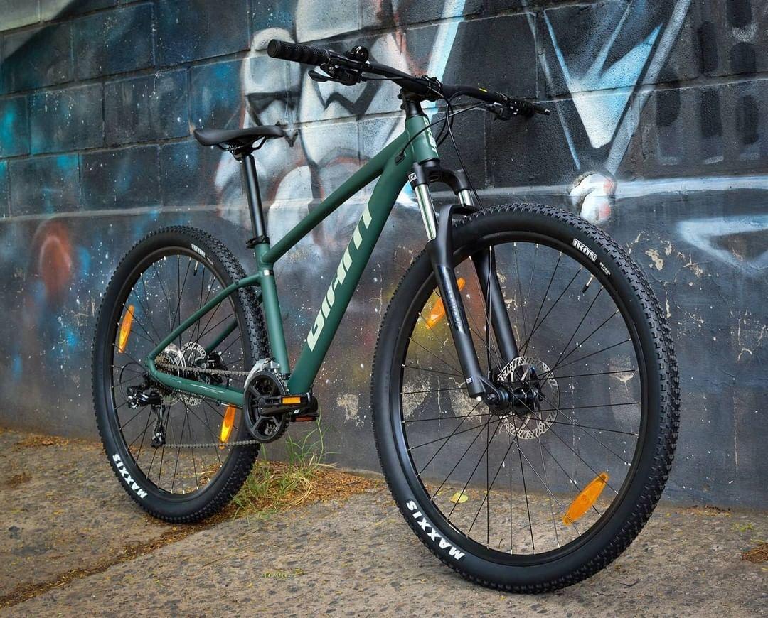 mountain bikes in singapore - Giant Talon 4