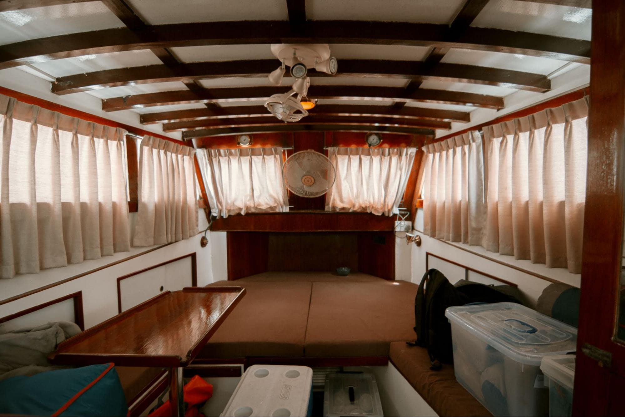 HK Junk Boat - cabin