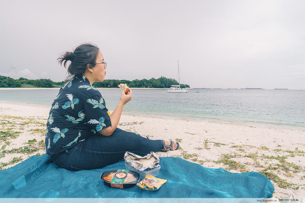 HK Junk Boat - picnic on the island