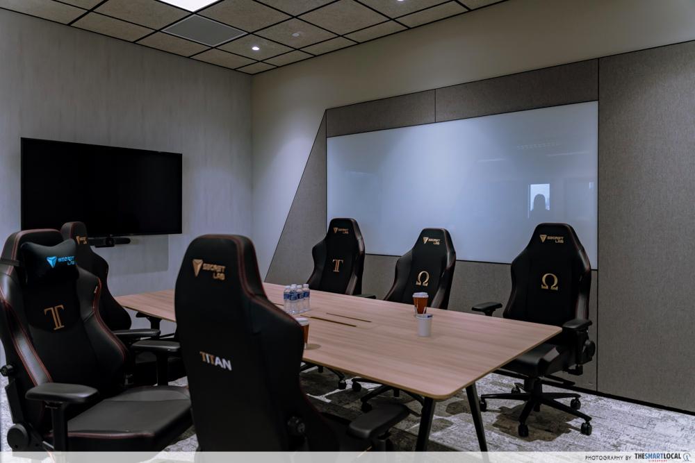 secretlab - meeting room