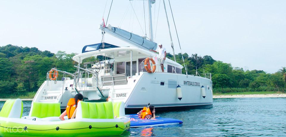 luxury activities singapore - yacht charter rental