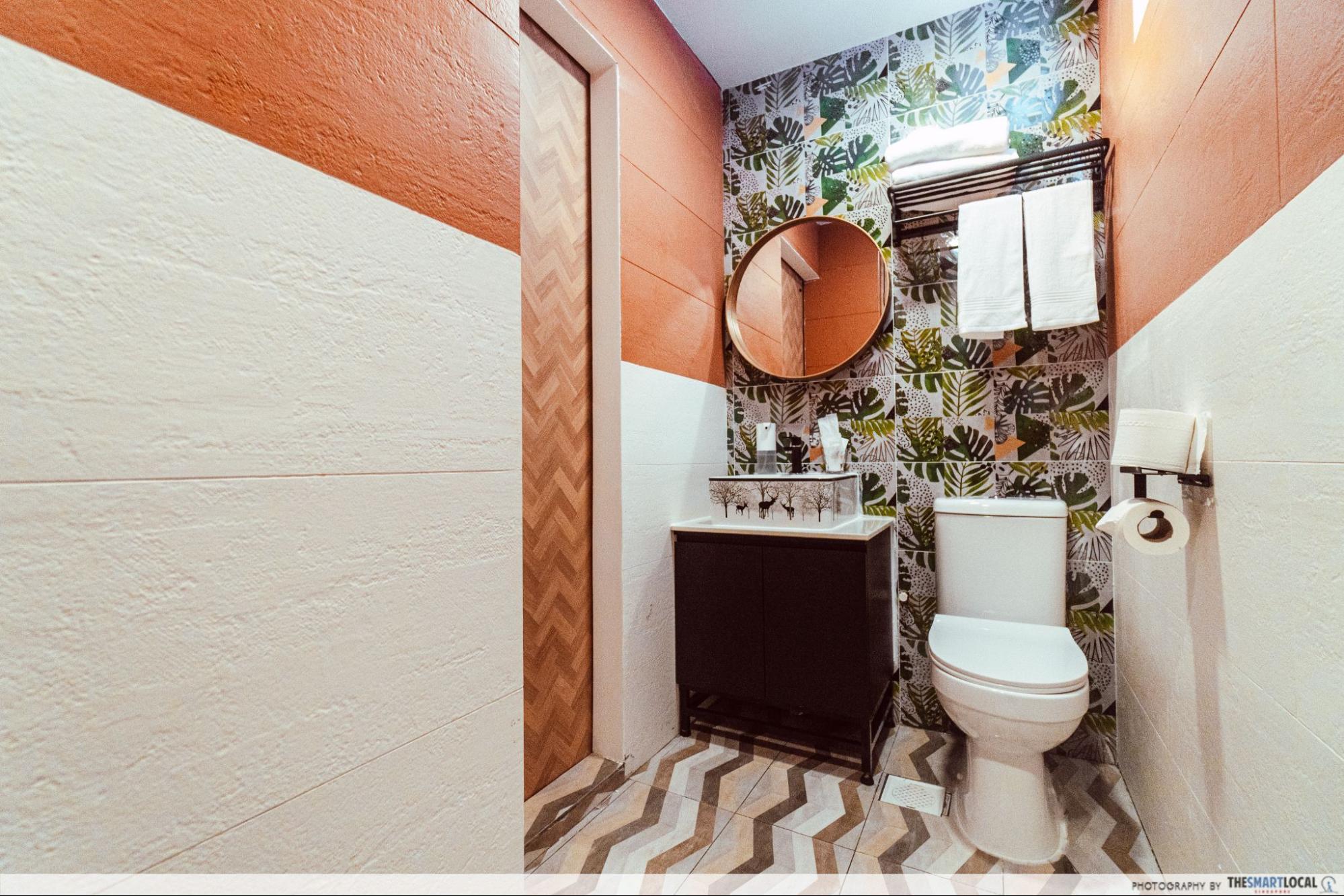 SG hotel on wheels - toilet