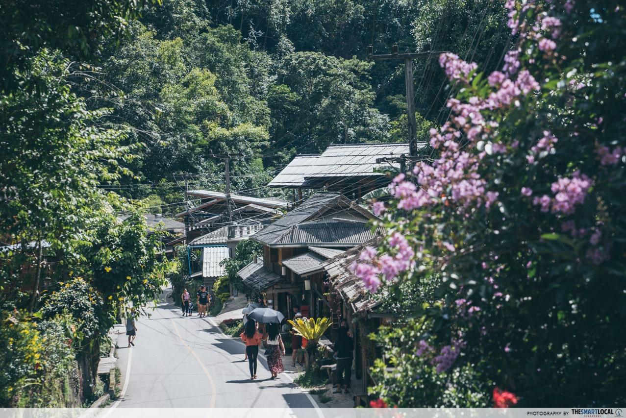 mae kampung houses and road