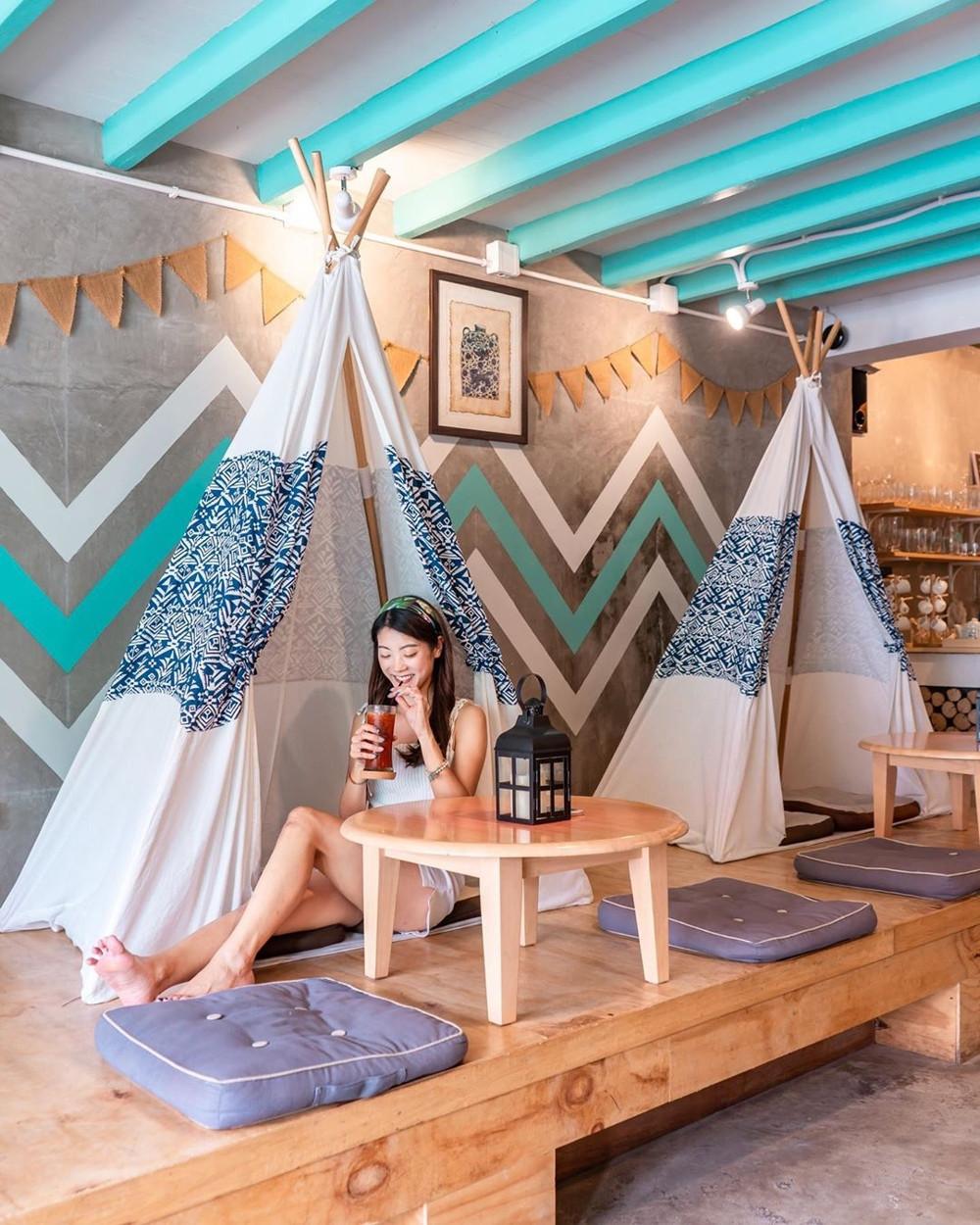 Phuket cafes - The Tent